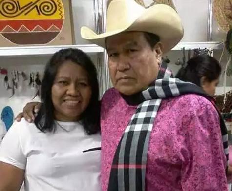 Ambrósio da Silva em foto mais recente com a secretária de Assuntos Indígenas, Silvana Terena (Foto: Acervo Secretaria Indígena)