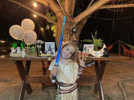Aos 5 anos, Flor vira Rey e desenha a própria festinha do Star Wars