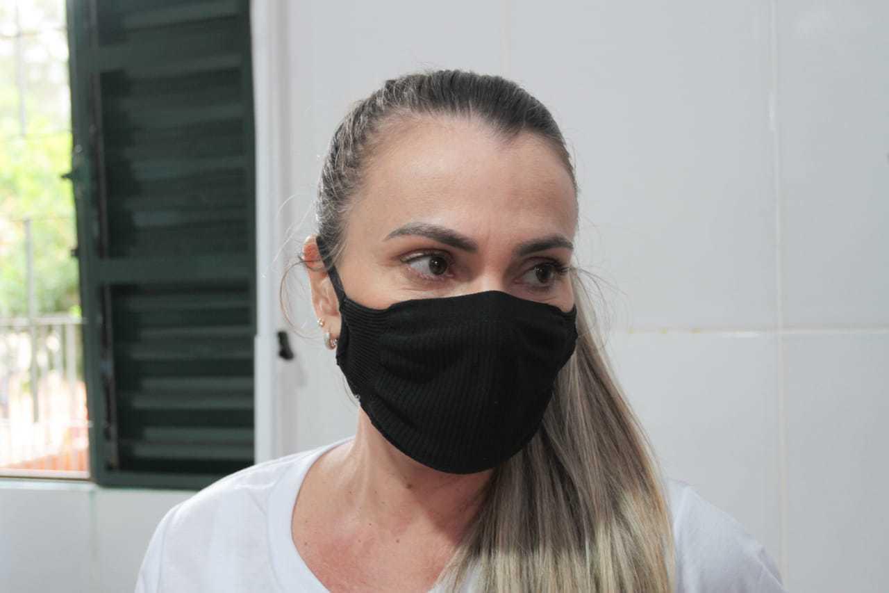 Veterináira Gisele Tavares, integrante do projeto (Foto: Marcos Maluf)