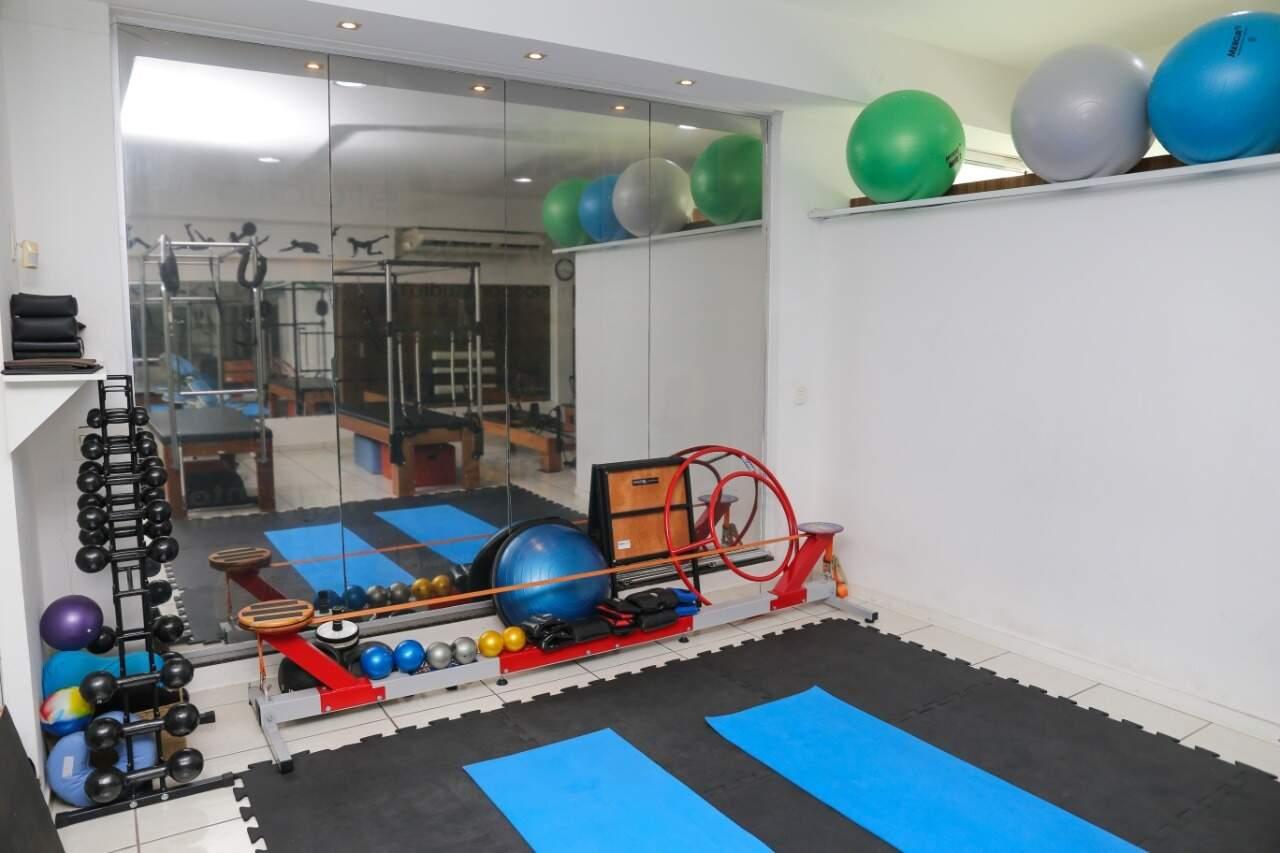 Estúdio também trabalha com pilates solo. (Foto: Paulo Francis)