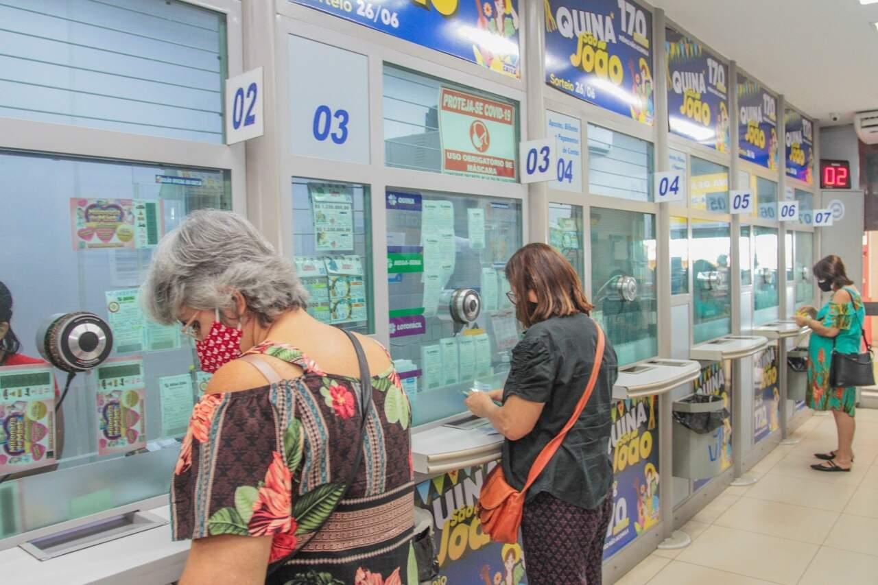 Já estão à venda os bolões da Quina de São João, confira. (Foto: Henrique Kawaminami)