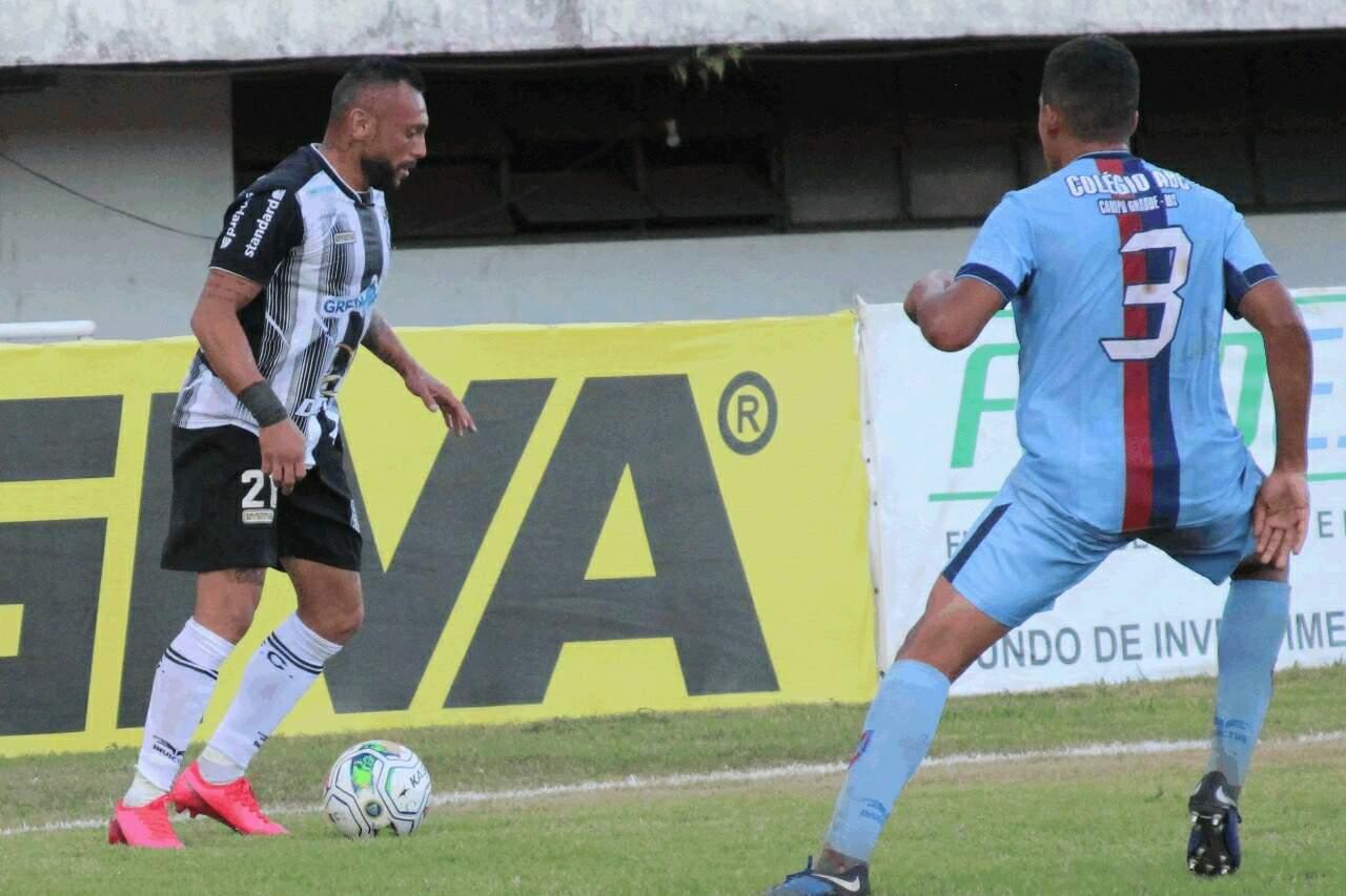 Lance de Galo e União ABC no primeiro confronto deste ano (Foto: Rodrigo Moreira/Operário FC/Divulgação)