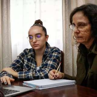 Nem pandemia impediu mãe de voltar para sala de aula com a filha