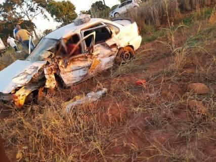 Motorista morre e 4 ficam feridos em acidente entre carro e caminhonete