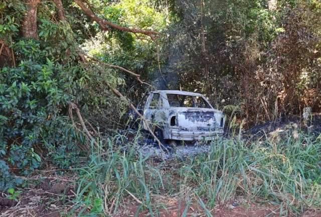 Carro usado em assalto é encontrado em chamas no lado brasileiro da fronteira