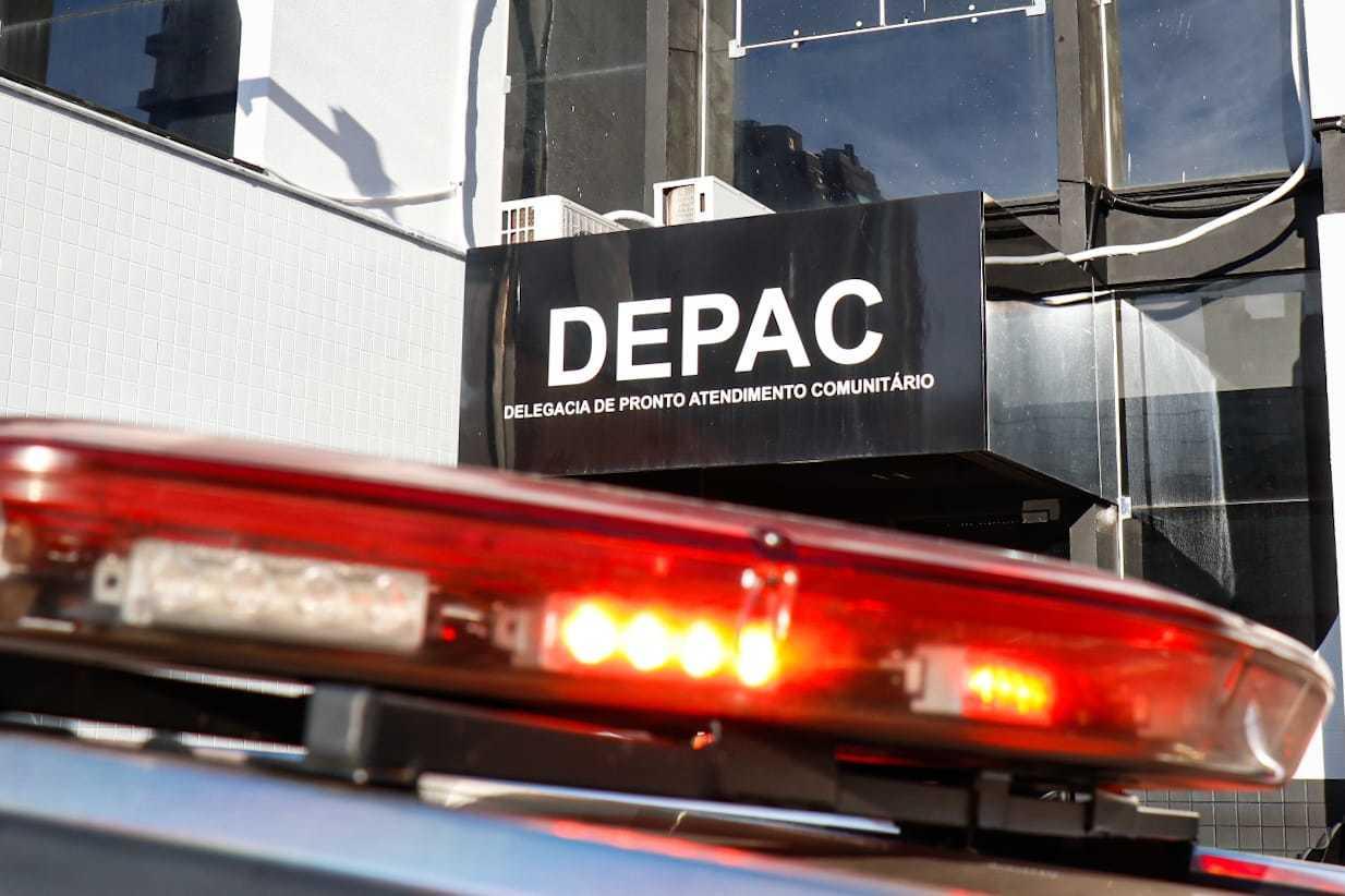 Caso foi registrado como morte a esclarecer na Depac Centro (Foto: Henrique Kawaminami)