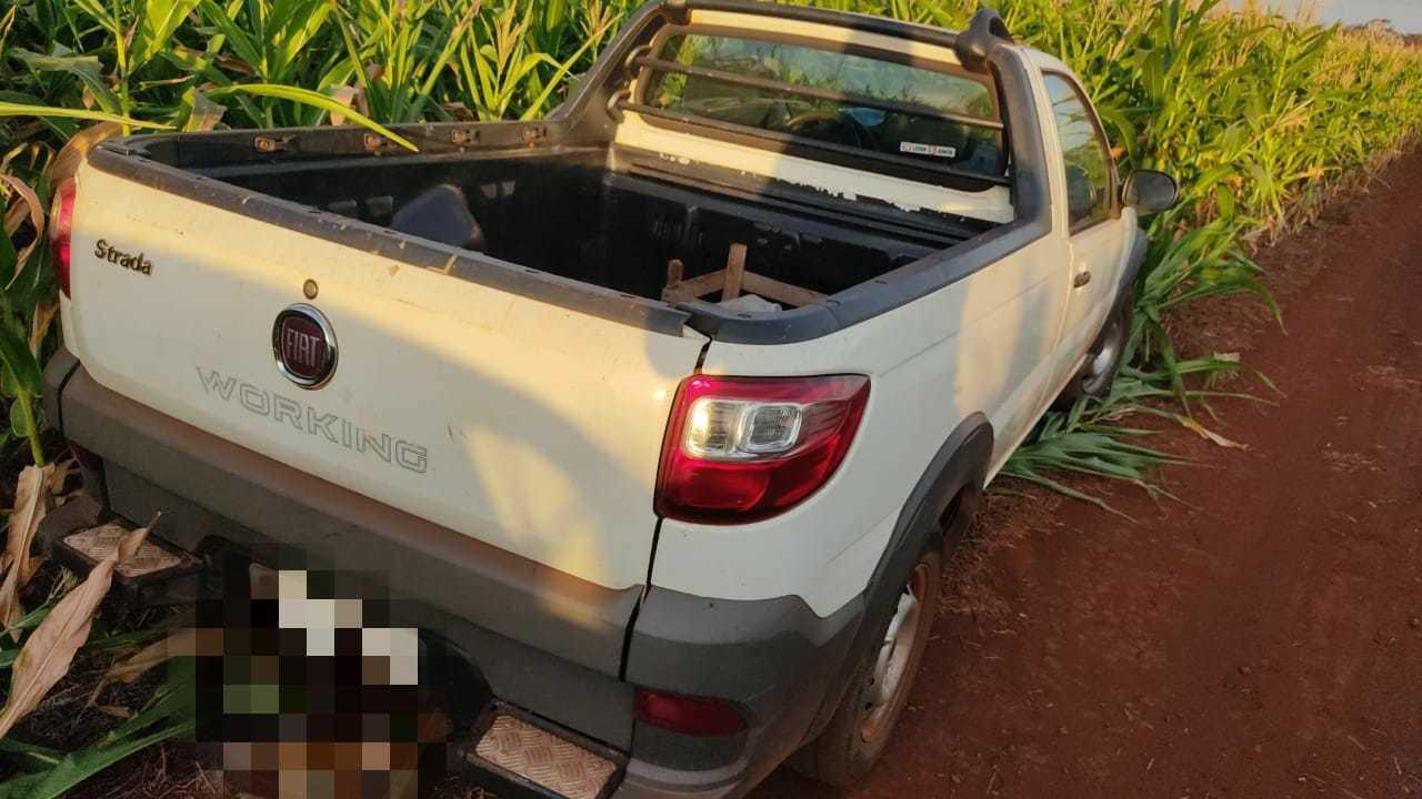 Pickup levada após o assassinato foi encontrada em um milharal (Foto: Adilson Domingos)
