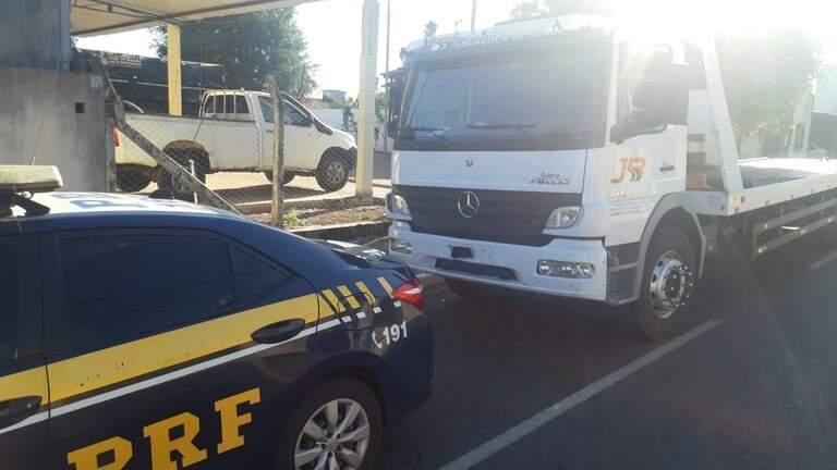 Caminhão roubado pelos bandidos foi recuparado em Miranda pela PRF (Foto: Divulgação)