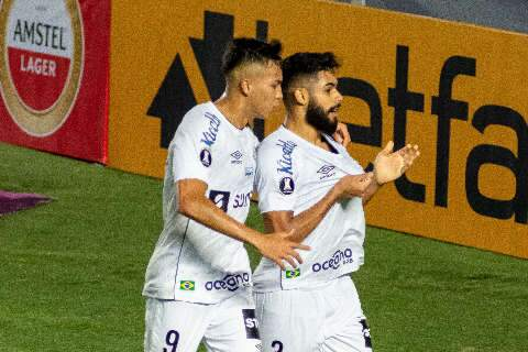 Diniz é expulso na estreia, mas Santos vence o Boca e respira na Libertadores