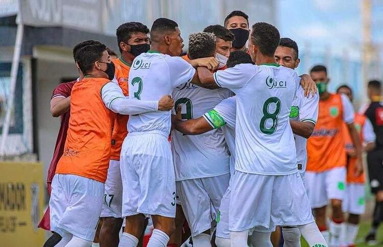 Jogadores do Floresta comemoram gol sobre o União ABC (Foto: Ronaldo Oliveira/Floresta EC)