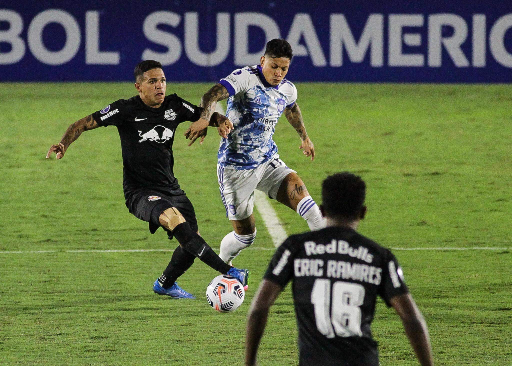 Lance durante partida entre RB Bragantino e Emelec, válido pela Copa Sul Americana, realizada na cidade de Bragança Paulista, SP, nesta terça feira, 11. (Foto: Estadão Conteúdo)