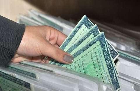 Ação contra fraude com multas no Detran prende suspeito com CNHs falsas