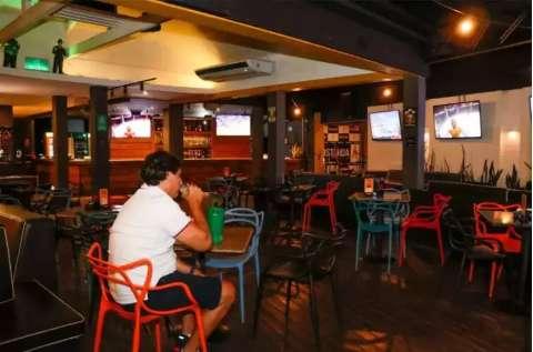 Bares e restaurantes cobram plano de retomada e aguardam liberação de crédito