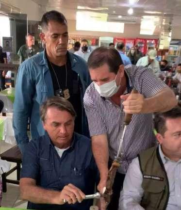 Bolsonaro almoça churrasco e volta a Brasília depois de 4 horas em MS