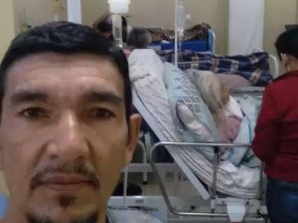 """Família vê paciente """"criar raízes"""" em posto de saúde após 15 dias de internação"""