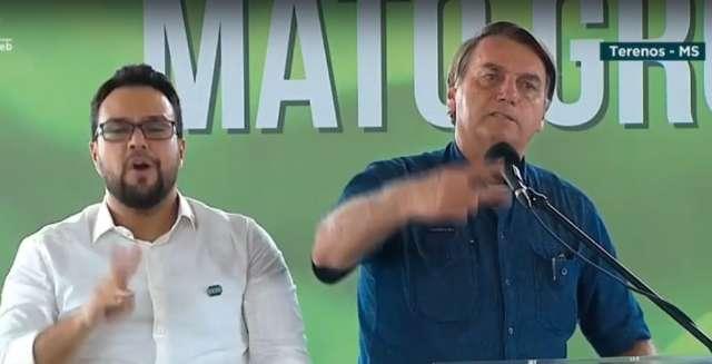 """Quebrei a cara com o """"Perneta"""", ironiza Bolsonaro sobre ex-ministro da Saúde"""