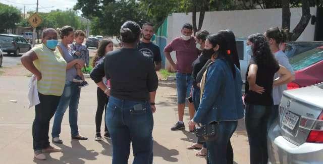 Cobrando justiça, família sai de enterro de motociclista direto para delegacia