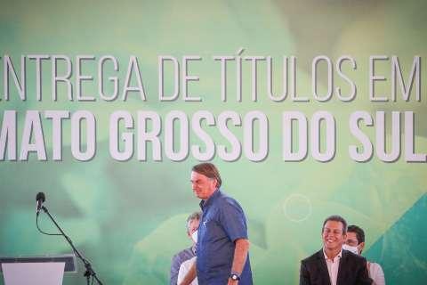 """Bolsonaro diz que Lula só ganha em 2022 se for por """"fraude"""""""