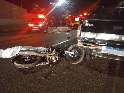 Motociclista morre após bater na traseira de caminhonete no Tijuca