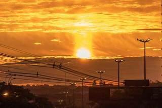 Mais uma do amanhecer do fotógrafo Henrique Kawaminami.