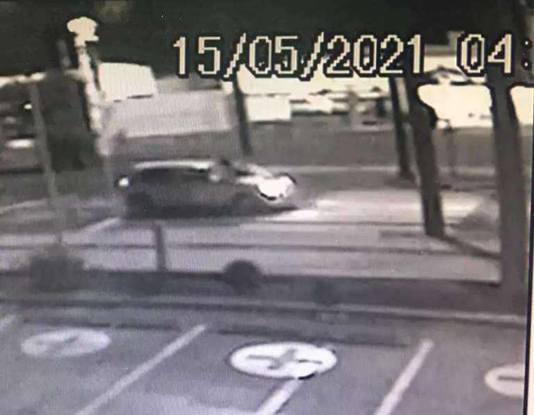 Carro percorreu mais de 1,5 km com jovem em capô antes de acidente fatal
