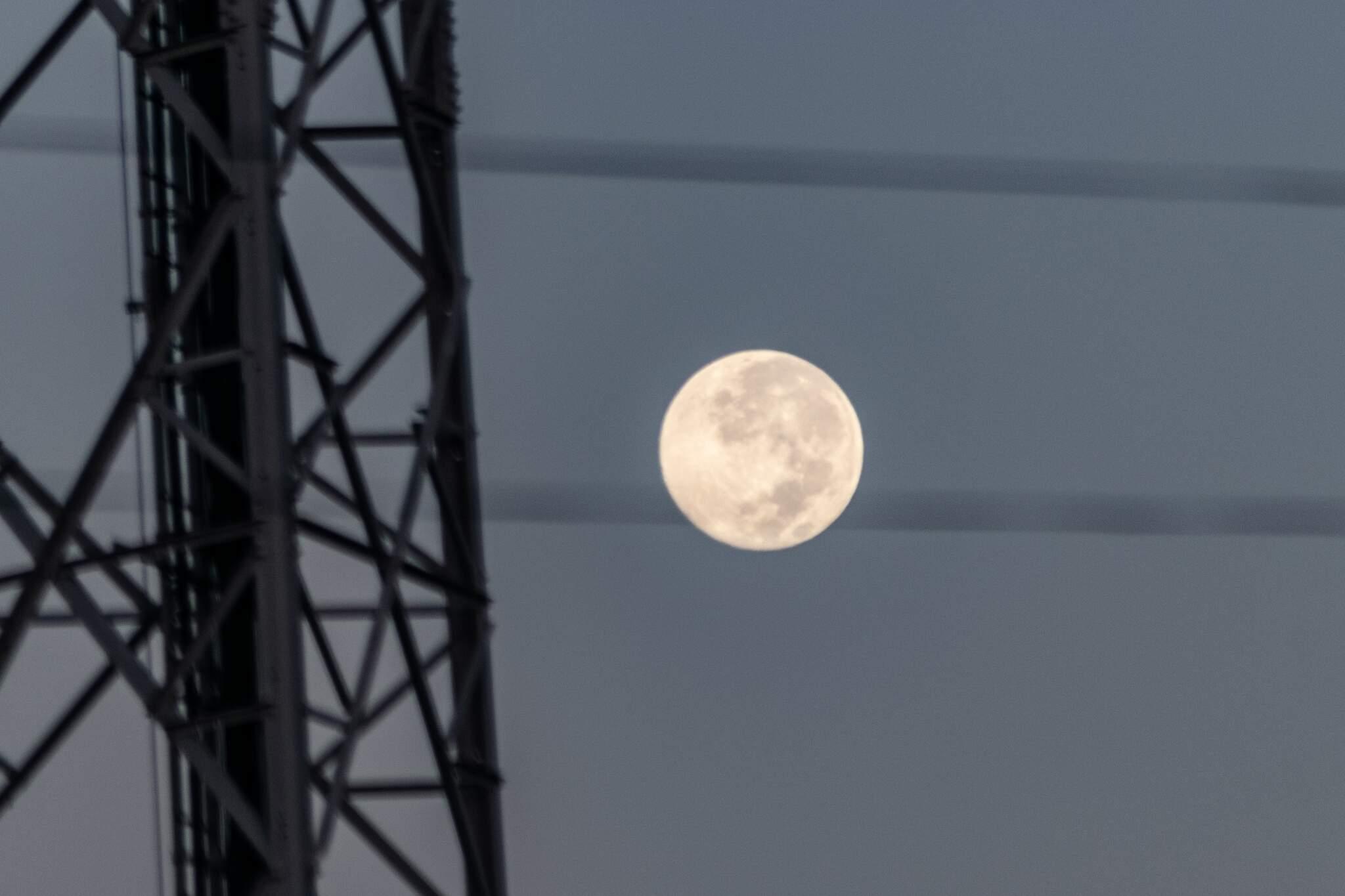 Lua vista no céu campo-grandense (Foto: Henrique Kawaminami/Arquivo)