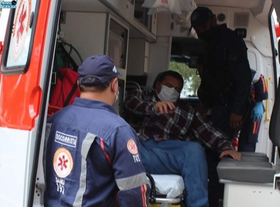 Alexandre França Pessoa, de 42 anos, durante socorro numa das vezes que passou mal (Foto: Marcos Donzeli/Nova Notícias)