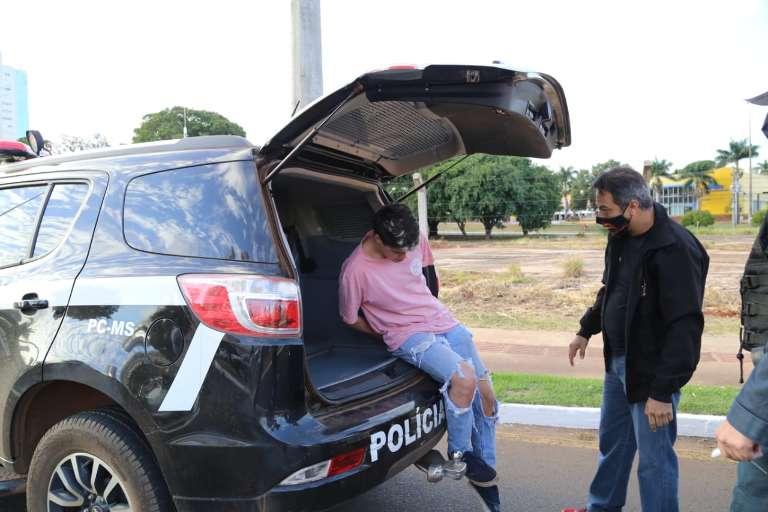Jovem que matou namorada atropelada ficará preso em casa e com tornozeleira