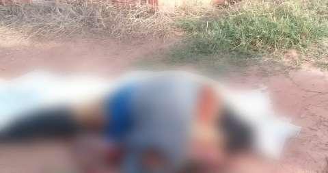 Jovem é executado a tiros e corpo jogado em favelinha na fronteira