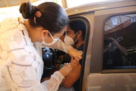 Profissionais da educação e assistência social serão vacinados nesta quarta