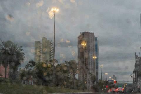 Chuva fraca na madrugada anuncia dia de temperatura amena