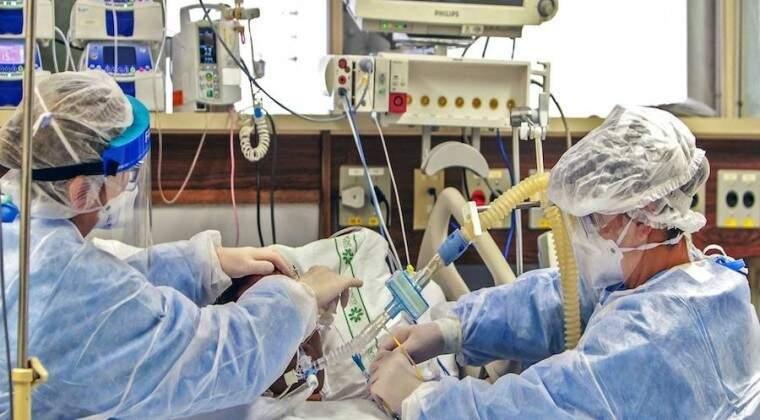 Paciente com covid-19 é atendido em hospital do Paraguai (Foto: Jornal Hoy)
