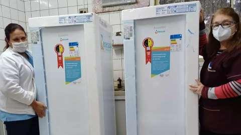 Energisa doa geladeiras para conservação de vacina em posto de saúde