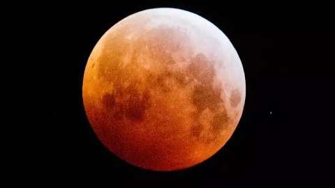 """Madrugada de 4ª terá """"superlua"""" e eclipse parcial visível em Campo Grande"""