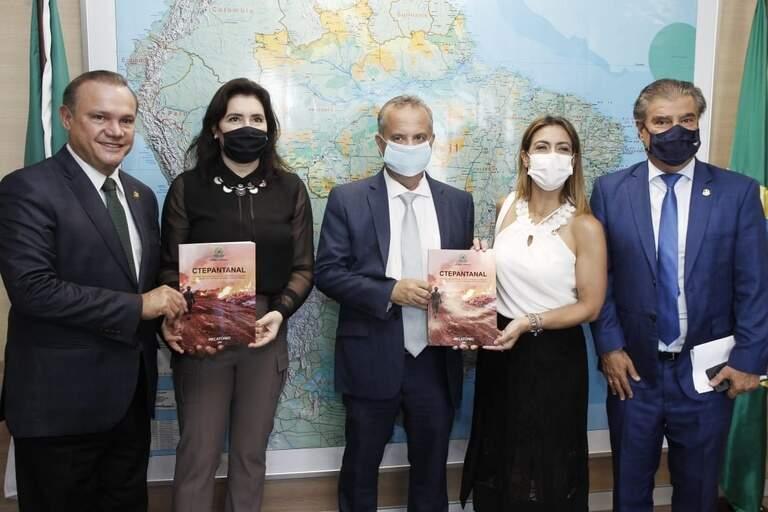 Comissão Temporária Externa do Senado Federal sobre os incêndios florestais que atingiram a região do Pantanal apresentaram relatório de trabalho ao ministro do Desenvolvimento Regional, Rogério Marinho (Foto Adalberto Marques/Ascom MDR)
