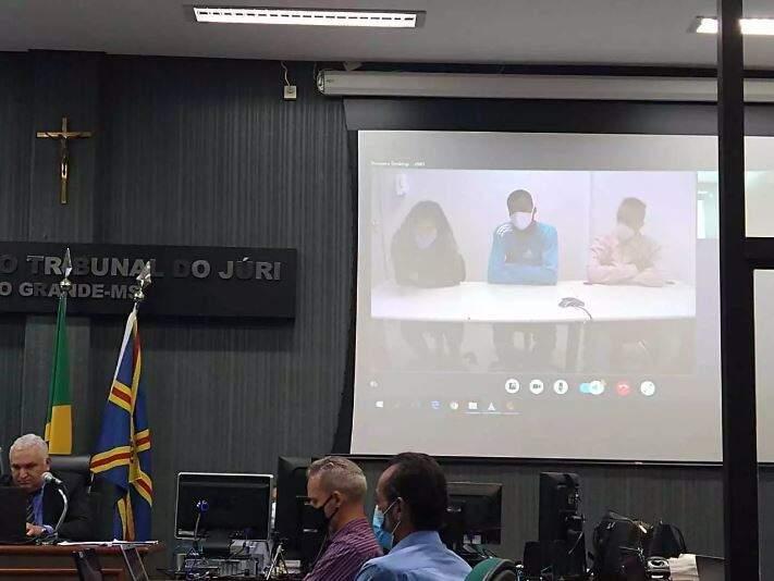 Réus acompanharam o julgamento por videoconferência. (Foto: Alana Portela)