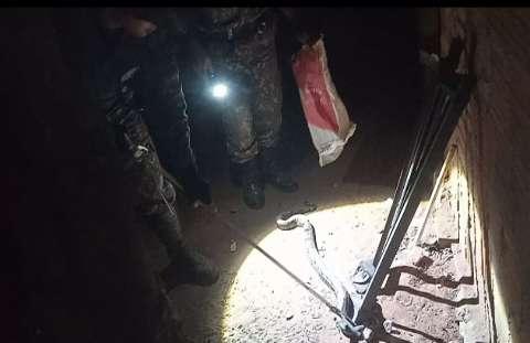 Jiboia é capturada pela PMA após aparecer em edícula em cidade de MS