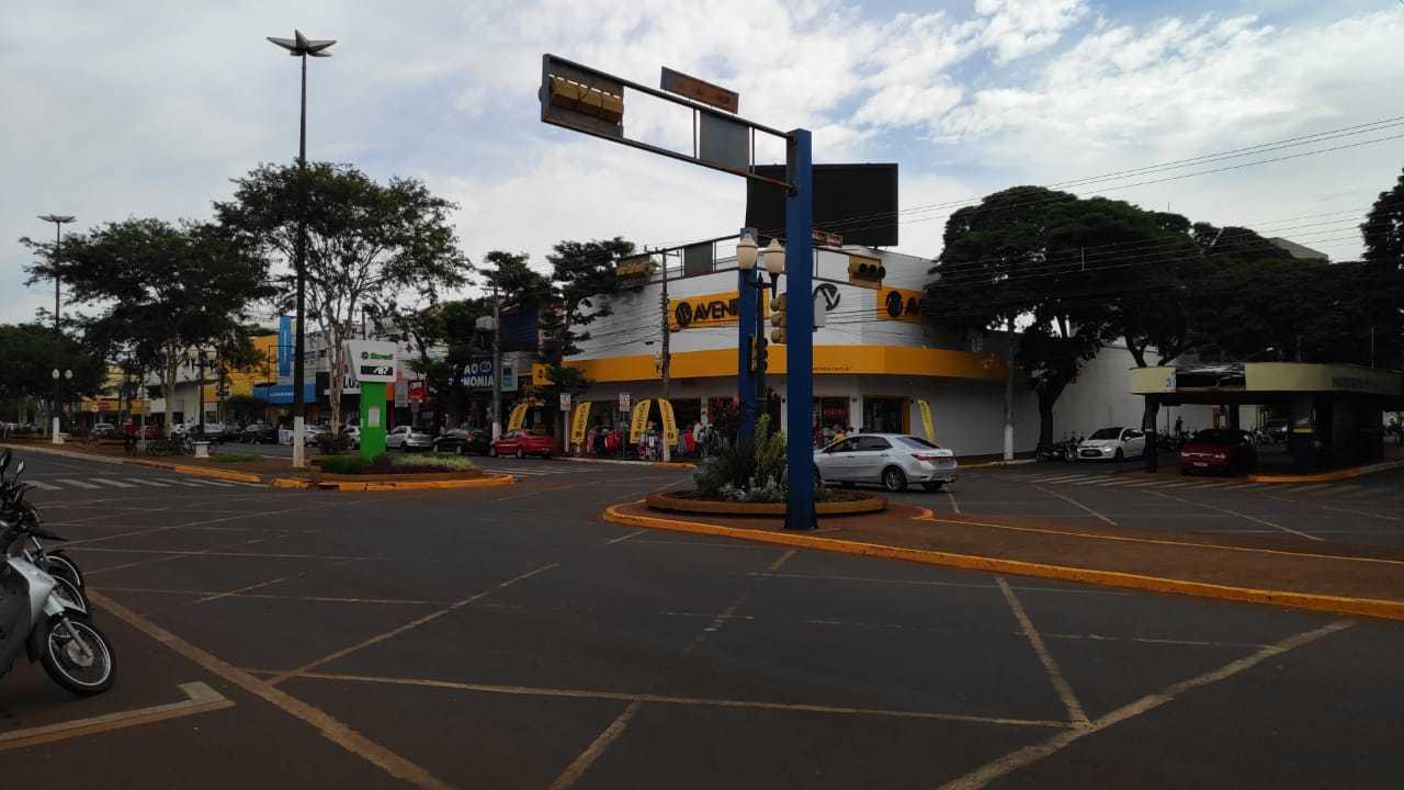 Centro comercial de Dourados nesta sexta-feira; lockdown começa domingo (Foto: Adilson Domingos)