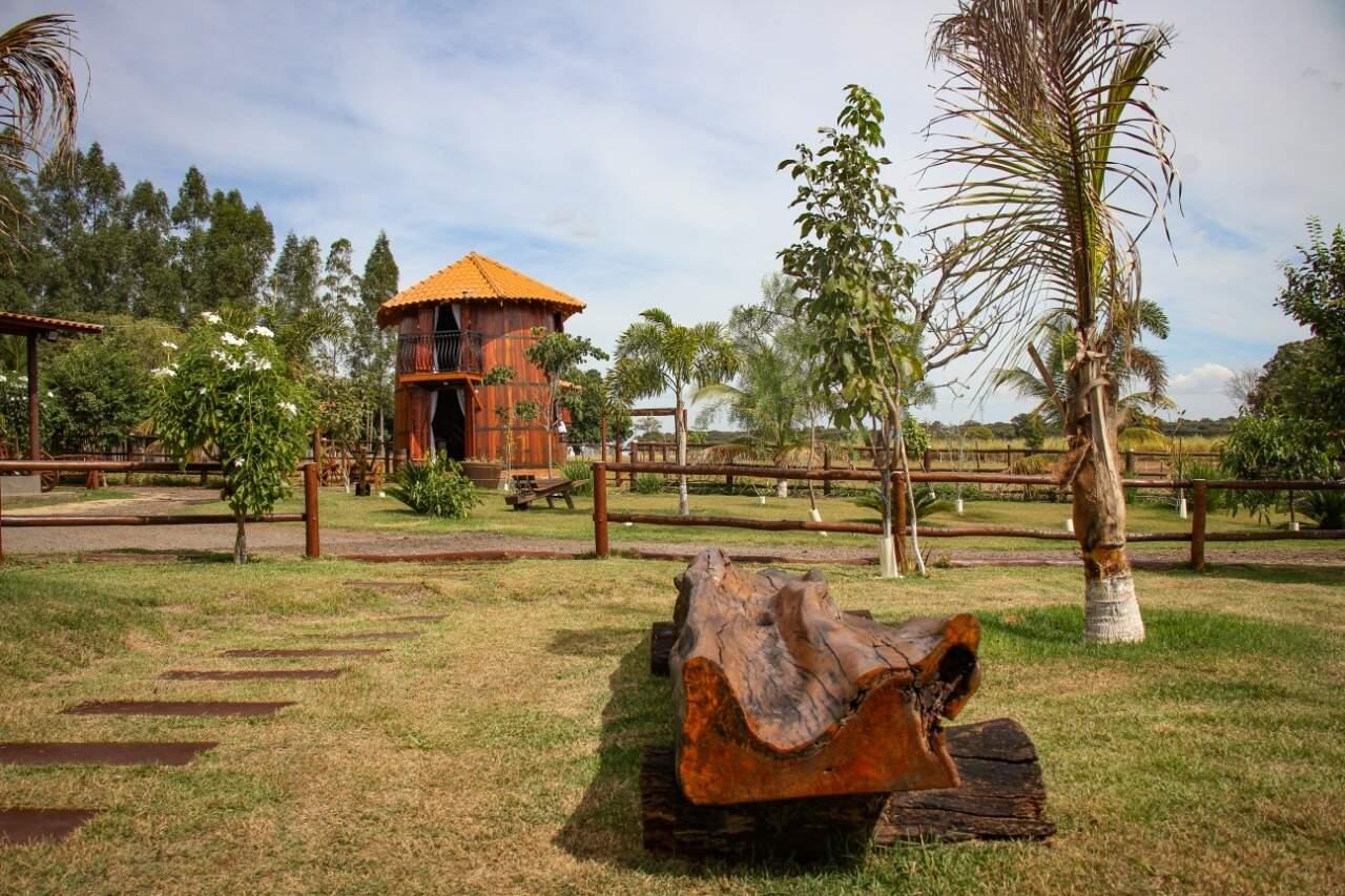 Casa fica em rancho de cinco hectares na BR-163, a 37 km do Centro de Campo Grande. (Foto: Henrique Kawaminami)