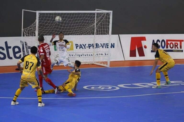 Lance do jogo desta noite. (Foto: Reprodução/ Atlântico Futsal de Erechim (RS))