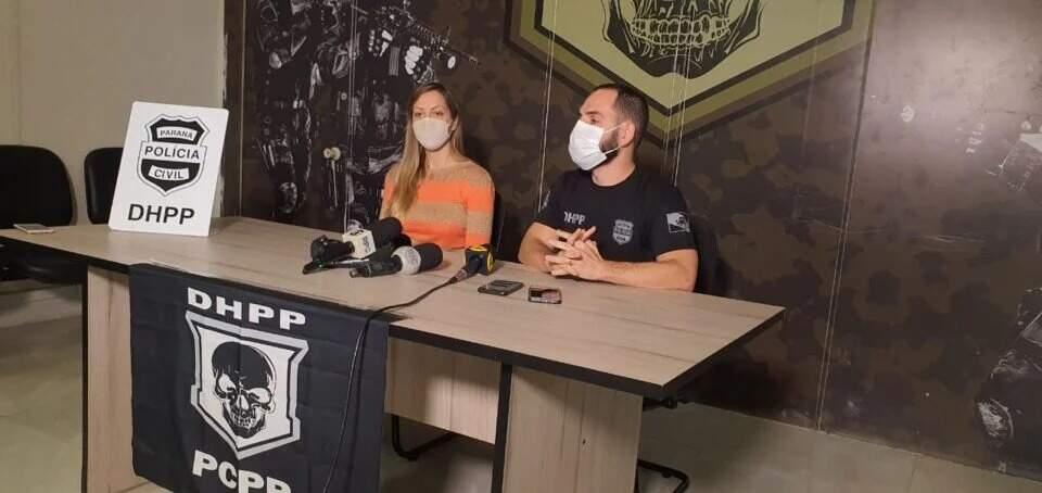 Delegados Camila Cecconello e Thiago Nóbrega, responsáveis pelas investigações no Paraná, em coletiva de imprensa (Foto: Portal Banda B FM)