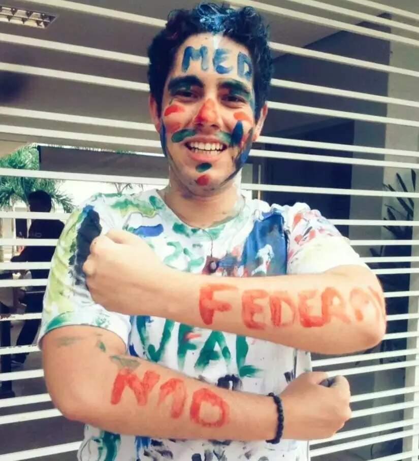 Marcos Vinício quando passou em vestibular para Medicina, há 5 anos (Foto: Reprodução das redes sociais)