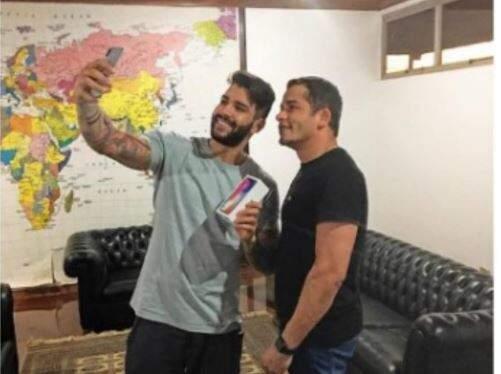 Gusttavo Lima atualmente processa Rogério Reis (à direita), que foi alvo da Polícia Federal. (Foto: Reprodução)