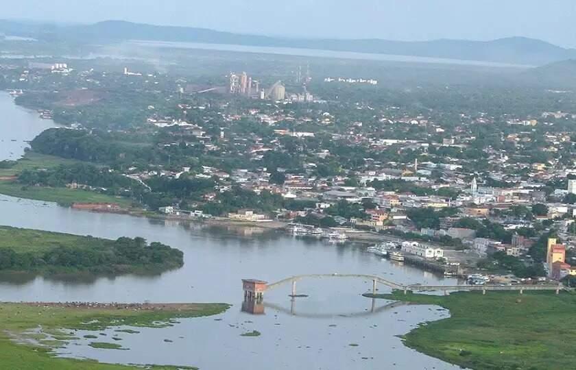 Rio Paraguai circulando o antigo porto de Corumbá, ponto histórico e turismo da cidade (Foto: Arquivo/Silvio Andrade)