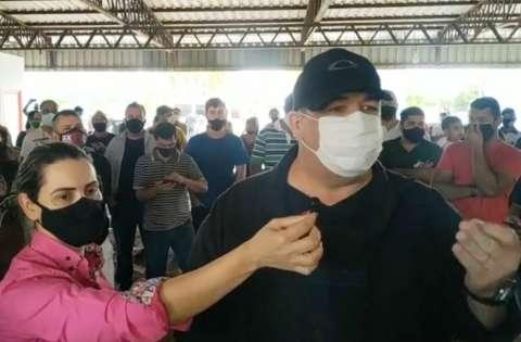 """""""Teremos de escolher entre vírus e fome"""", diz empresário preso em protesto"""