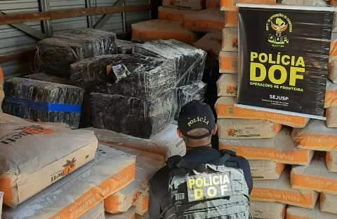 Nervoso, homem é preso tentando abandonar caminhão com 2 toneladas de maconha