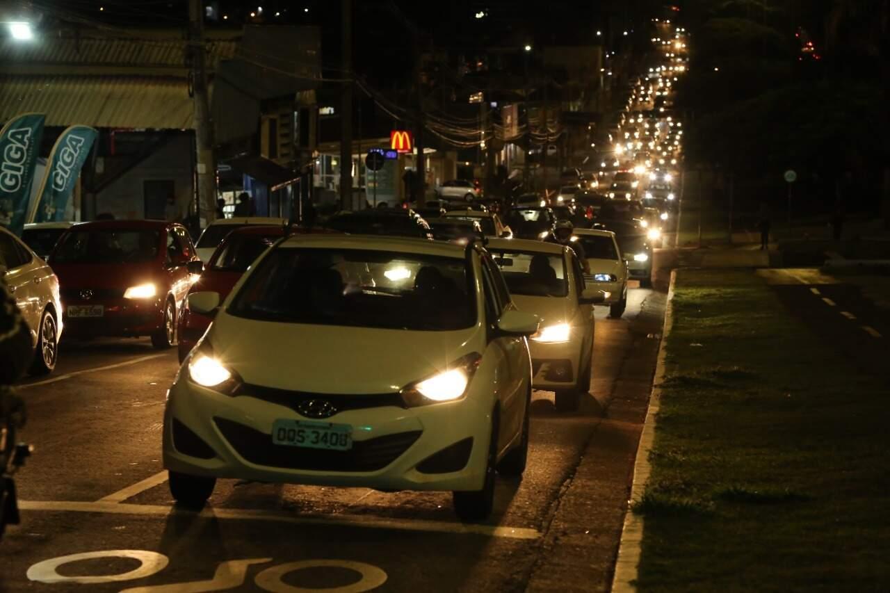 Em Mato Grosso do Sul, frota de veículos chega a 1,6 milhão; poucos conseguem deixar o carro em casa (Foto: Kísie Ainoã)
