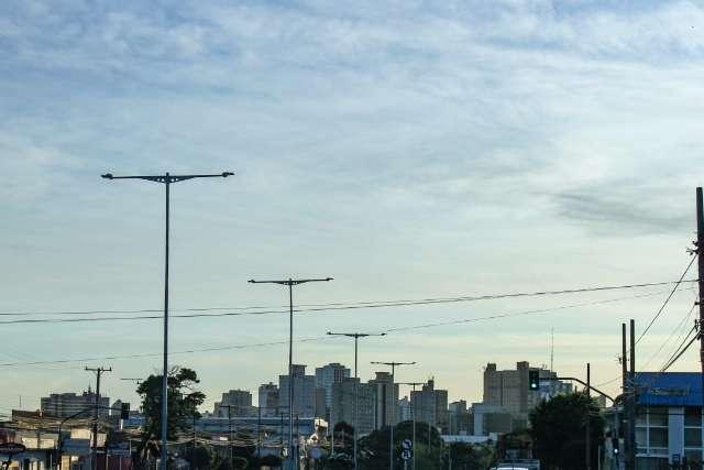 Céu claro, calor e tempo seco predominam neste sábado em Campo Grande