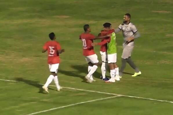 Jogadores do Boa celebrando um dos gols marcados sobre o Águia Negra (Foto: Eleven/Reprodução)