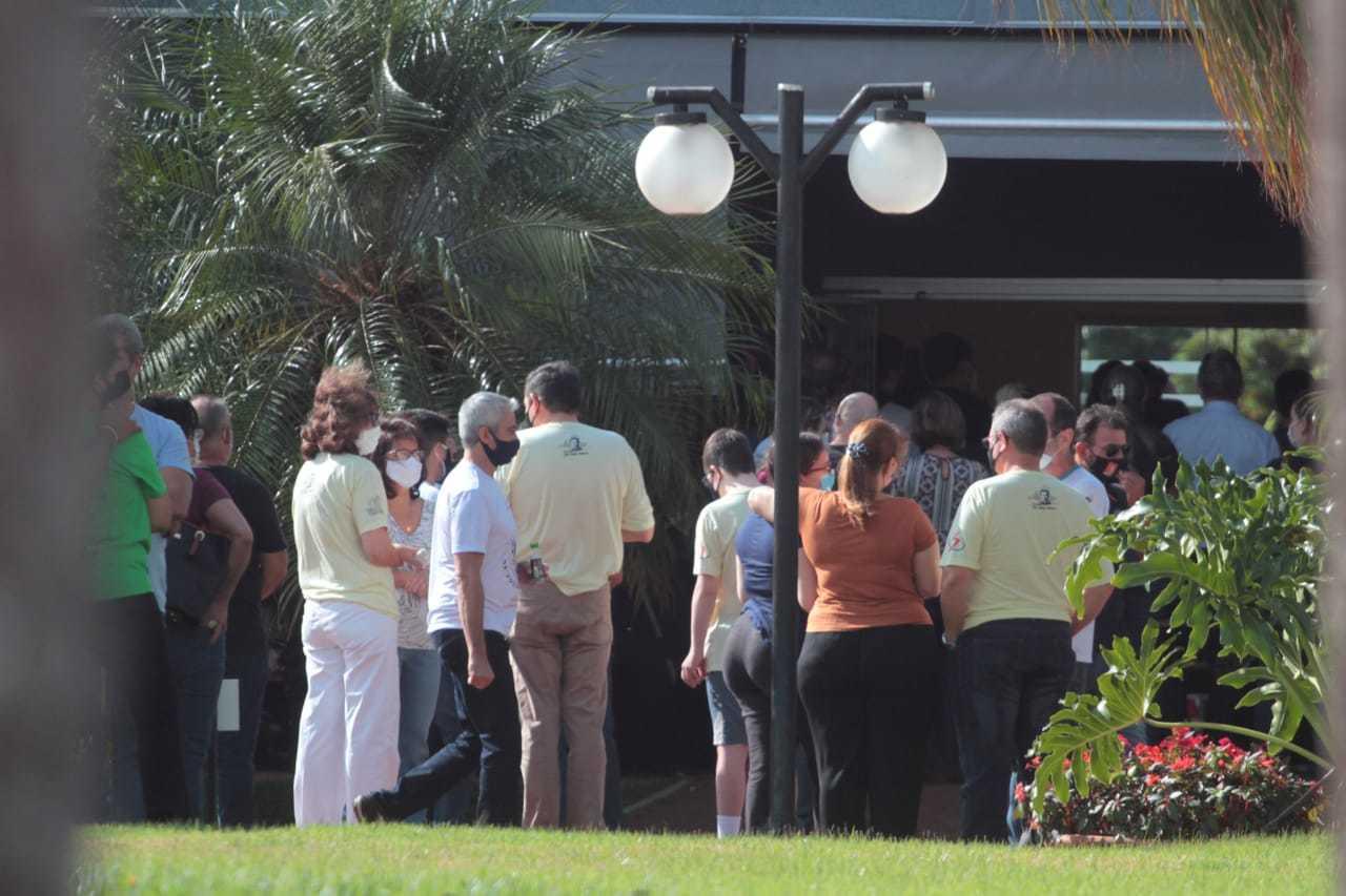 Mais de 100 pessoas foram até o velório de Matheus, no Jardim das Palmeiras (Foto: Marcos Maluf)